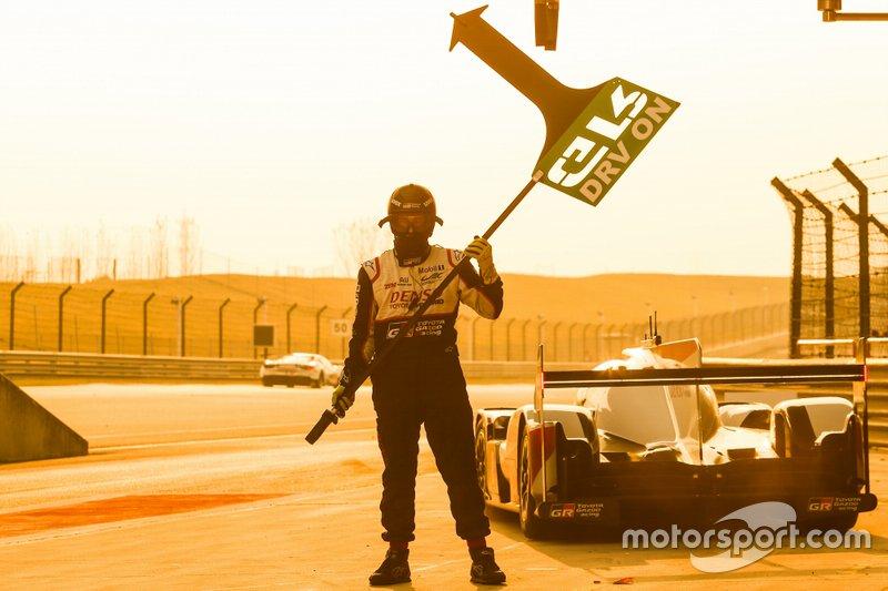 #8 Toyota Gazoo Racing Toyota TS050 - Hybrid: Sébastien Buemi, Kazuki Nakajima, Brendon Hartley. crew member