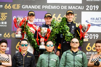 Podium: Race winner Jüri Vips, Hitech Grand Prix, second place Robert Shwartzman, SJM Theodore Racing by Prema, third place Christian Lundgaard, ART Grand Prix