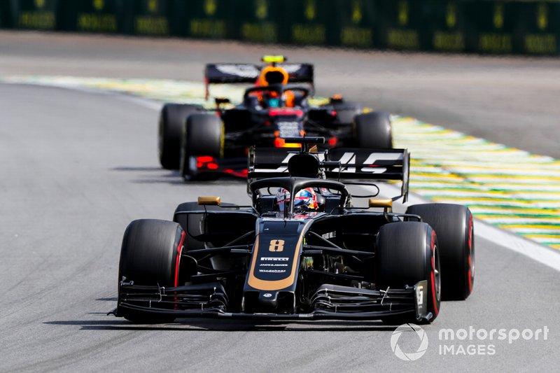 Romain Grosjean, Haas F1 Team VF-19 e Alexander Albon, Red Bull RB15