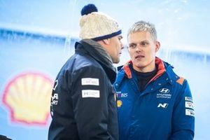 Гонщик Hyundai Shell Mobis WRT Отт Тянак и руководитель команды Андреа Адамо