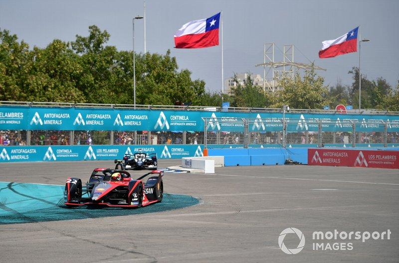 Оливер Роуленд, Nissan e.dams, Nissan IM02, и Брендон Хартли, Dragon Racing, Penske EV-4