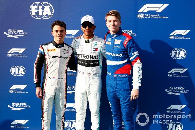 F2 champion Nyck De Vries, ART Grand Prix, campione F1 Lewis Hamilton, Mercedes AMG F1, e campione F3 Robert Shwartzman, PREMA Racing