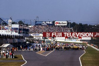Ayrton Senna, McLaren MP4/5B y Alain Prost, el Ferrari 641/2 en la salida