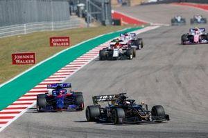 Romain Grosjean, Haas VF-19, leads Pierre Gasly, Toro Rosso STR14, and Antonio Giovinazzi, Alfa Romeo Racing C38
