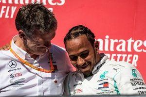 James Allison, technisch directeur Mercedes AMG, en Lewis Hamilton, Mercedes AMG F1, 2e plaats, op het podium