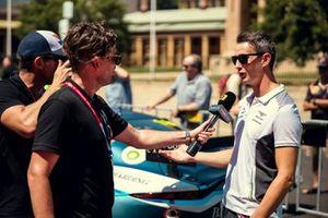 Oliver Jarvis, Bentley Team M-Sport ve Andrew van Leeuwen, Motorsport.com