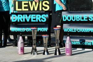 Los trofeos de Mercedes y las botellas de champán