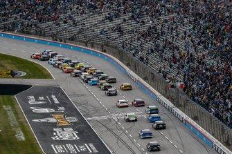 William Byron, Hendrick Motorsports, Chevrolet Camaro Axalta, Daniel Suarez, Stewart-Haas Racing, Ford Mustang Walmart Family Mobile, restart