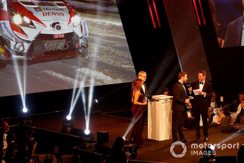 Tom Fowler recibe el Premio a Coche de Rallies del Año para Toyota