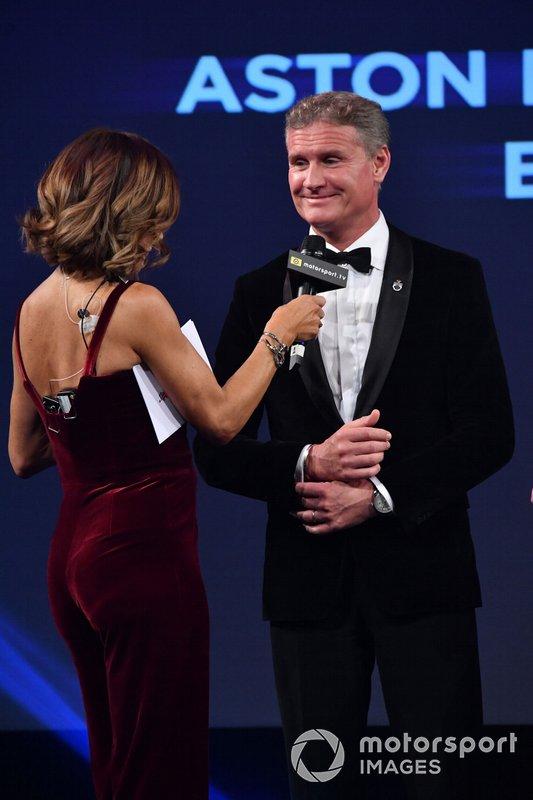 Presentatore David Coulthard sul palco per presentare l'Aston Martin Autosport BRDC Young Driver Award