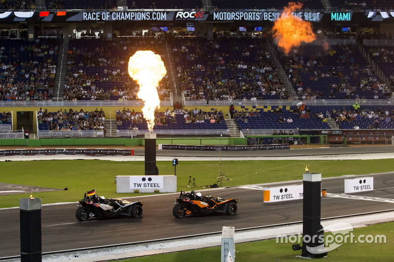 Felipe Massa, supera a  Pascal Wehrlein, manejando el Polaris Slingshot SLR