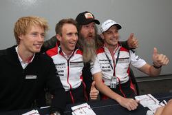 #2 Porsche Team Porsche 919 Hybrid: Timo Bernhard, Earl Bamber, Brendon Hartley with Magnus Walker