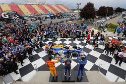 Le vainqueur Alexander Rossi, Herta - Andretti Autosport Honda, le deuxième, Scott Dixon, Chip Ganassi Racing Honda, le troisième, Ryan Hunter-Reay, Andretti Autosport Honda