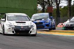 Jonathan Giacon, Honda Civic TCR precede Stefano Comini, Subaru STI TCR