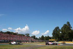Lance Stroll, Williams FW40, Esteban Ocon, Force India F1 VJM10