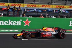 Daniel Ricciardo, Red Bull Racing RB13 celebrates as he crosses the line for fourth