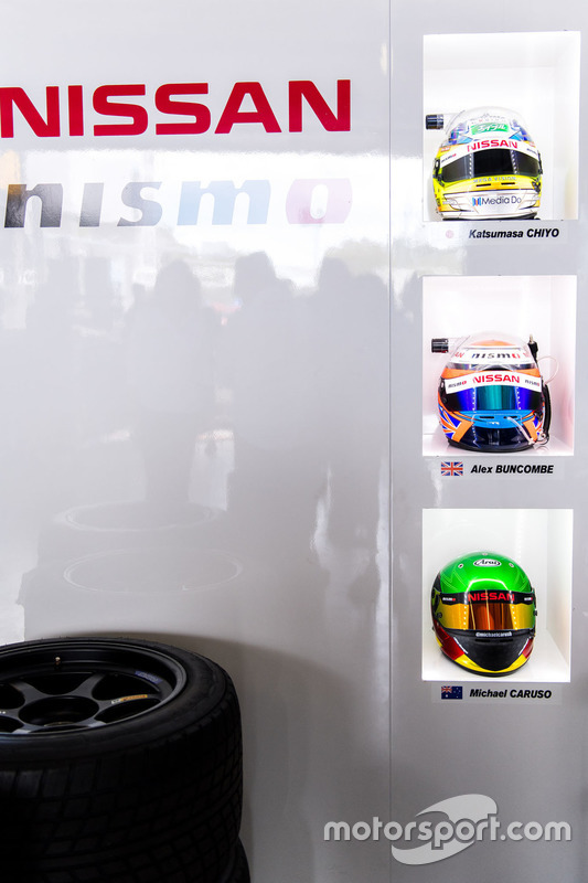 Helme von #23 Nissan Motorsport, Nissan GT-R Nismo GT3: Katsumasa Chiyo, Alex Buncombe, Michael Caru