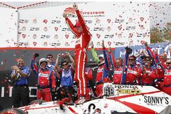 Race winner Sébastien Bourdais, Dale Coyne Racing Honda, Victory Lane