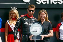 Will Power, Team Penske Chevrolet receives the Verizon P1 Pole Award