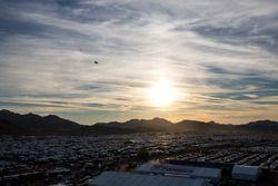 Sonnenuntergang über dem Parkplatz am Phoenix International Raceway
