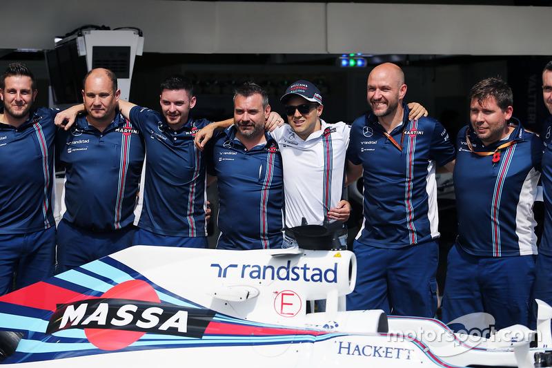 Felipe Massa y el equipo Williams con una decoración especial en el Williams FW38 por su retirada de la F1