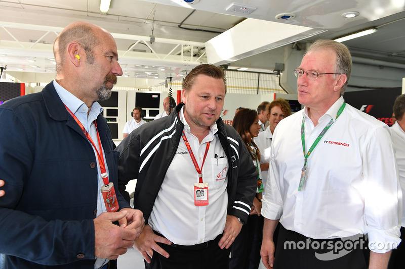 Norman Howell, Director de comunicación Global de Fórmula Uno y Jonathan Nicholas, FOM