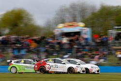 Kollision: Aron Taylor-Smith, Triple Eight Racing, MG Motor MG 6 GT; Daniel Lloyd, Triple Eight Raci