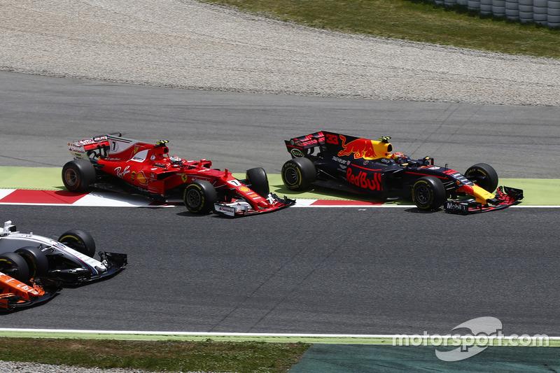 Verstappen largou à frente de Ricciardo em Barcelona, mas abandonou logo no início, após um toque com Raikkonen.