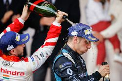 Sébastien Buemi, Renault e.Dams, sprays the champagne on the podium with Nick Heidfeld, Mahindra Racing