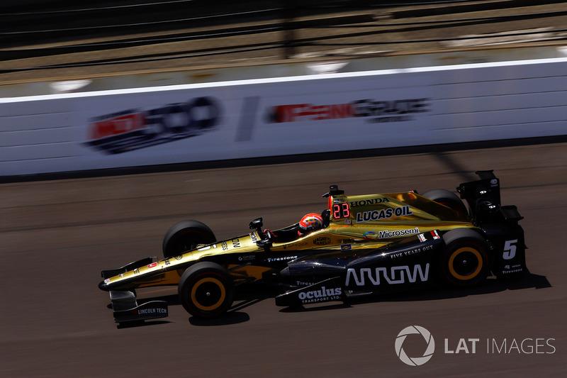 Crash: James Hinchcliffe, Schmidt Peterson Motorsports, Honda
