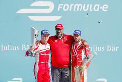 Felix Rosenqvist, Mahindra Racing, Dilbagh Gill e Nick Heidfeld, Mahindra Racing, sul podio