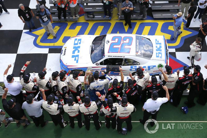 8. Ganador de la carrera Brad Keselowski, Team Penske Ford