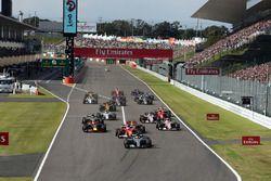 Start: Lewis Hamilton, Mercedes AMG F1 W08 leidt