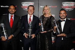 GTD kampioenen Andrea Reggiani, Giacomo Mattioli, Alessandro Balzan, Christina Nielsen,