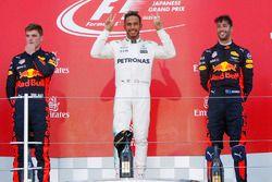 Podium: winnaar Lewis Hamilton, Mercedes AMG F1, tweede Max Verstappen, Red Bull Racing, derde Daniel Ricciardo, Red Bull Racing