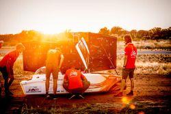 Nuna9, Nuon Solar Team, teamleden werken aan de zonnewagen