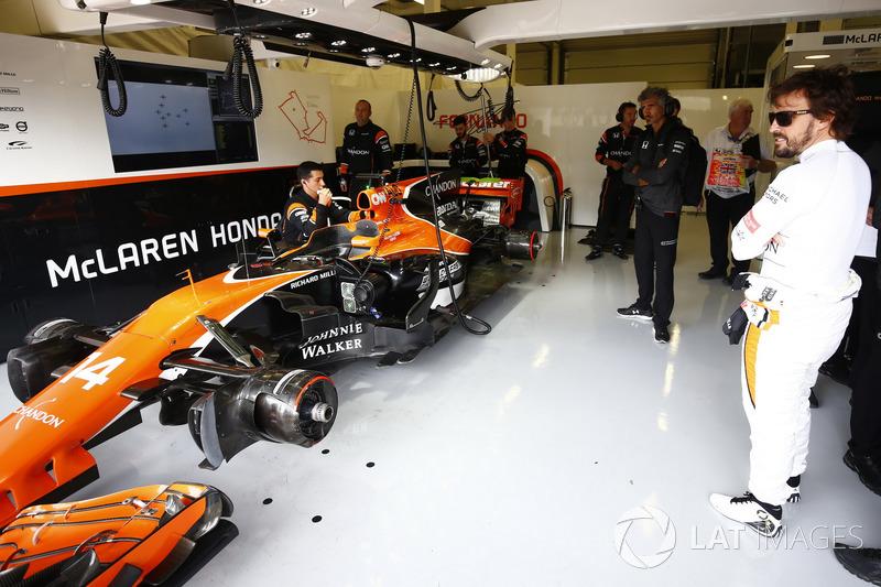 Fernando Alonso yarış dışı, McLaren