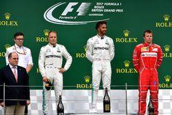 Podio: ganador de la carrera Lewis Hamilton, Mercedes AMG F1, Valtteri Bottas, Mercedes AMG F1 el se