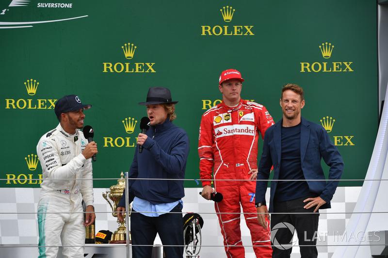Lewis Hamilton, Mercedes AMG F1, Owen Wilson, Kimi Raikkonen, Ferrari y Jenson Button, McLaren en el podio