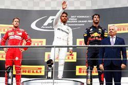 Podio: Ganador de la carrera Lewis Hamilton, Mercedes AMG, segundo lugar Sebastian Vettel, Ferrari, tercero Daniel Ricciardo, Red Bull Racing
