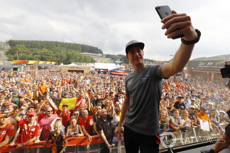 Stoffel Vandoorne, McLaren, in de F1 Fanzone
