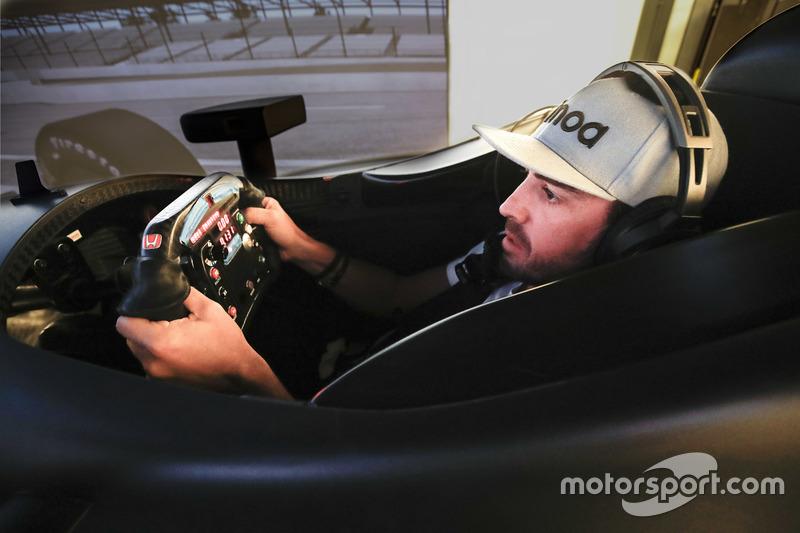 Fernando Alonso nel simulatore Honda Performance Development