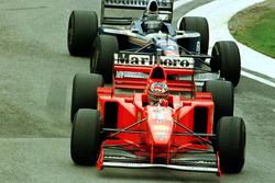 Michael Schumacher, Ferrari F310B en Heinz-Harald Frentzen, Williams FW19 Renault
