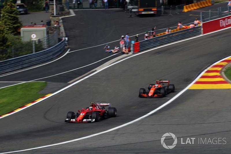 Kimi Raikkonen, Ferrari SF70H and Stoffel Vandoorne, McLaren MCL32