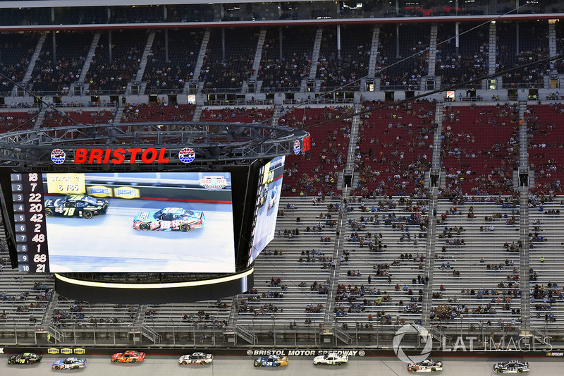 Tommy Joe Martins, Chevrolet Camaro e Kyle Busch, Joe Gibbs Racing Toyota
