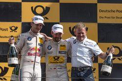 Podium: le deuxième Marco Wittmann, BMW Team RMG, BMW M4 DTM, Stefan Reinhold, directeur de BMW Team RMG, le vainqueur Timo Glock, BMW Team RMG, BMW M4 DTM