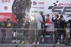 Pro-Am Podio: Ganador de la carrera #16 Black Falcon Mercedes-AMG GT3: Oliver Morley, Miguel Toril,