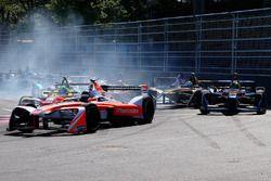Nick Heidfeld, Mahindra Racing, Stéphane Sarrazin, Techeetah starts to spin
