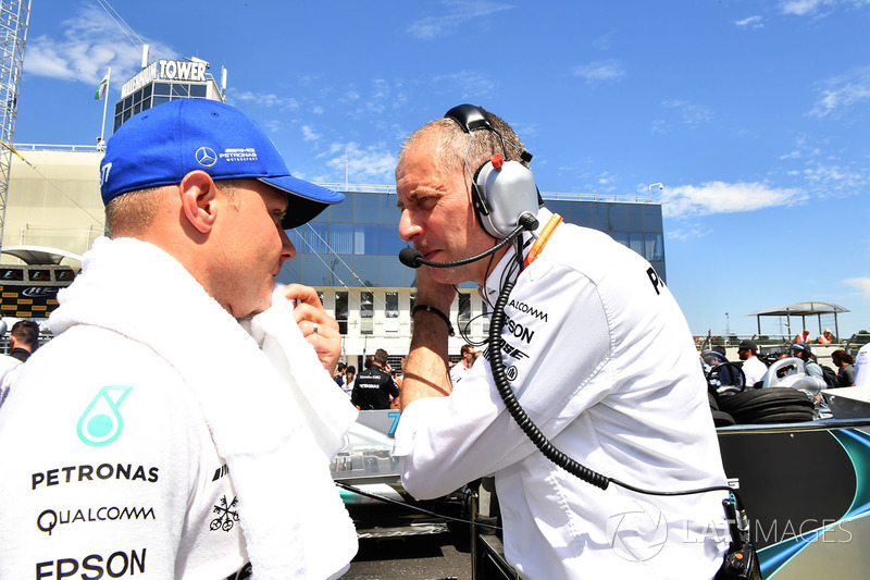 Valtteri Bottas, Mercedes AMG F1 W08 and Tony Ross, Mercedes AMG F1 W08 Race Engineer on the grid