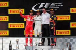 Podio: il secondo classificato Sebastian Vettel, Ferrari, il vincitore della gara Lewis Hamilton, Me